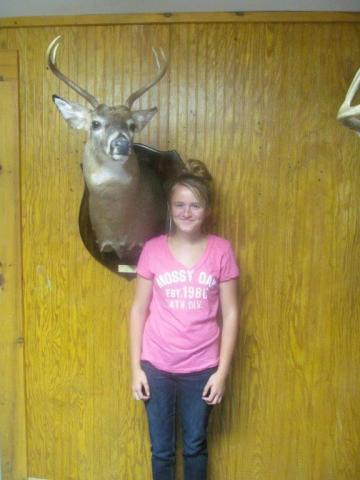 Bailee Wiggington  Whitetail    181lbs  4 pts  Vermont